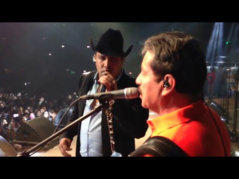 Julion Alvarez y Javier Rios de Invasores al escenario de LaFe Mty 1