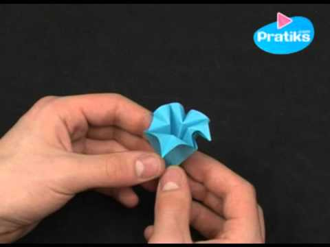 Origami comment faire une fleur en papier facile youtube - Pliage serviette facile et rapide ...