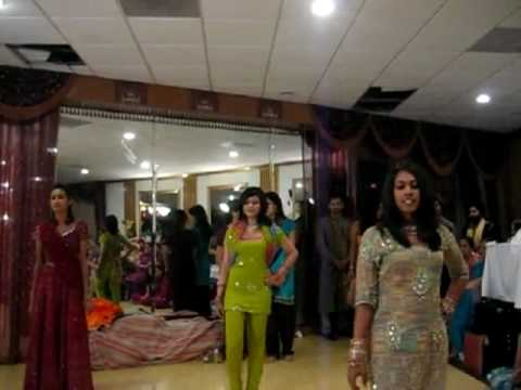Sindhi Song Played In Usa Shadi Dance - Must Watch! video