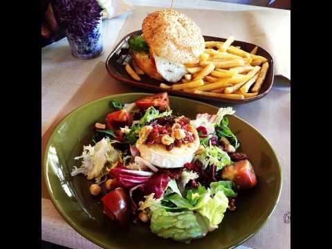 Salad with pasta, pesto, zucchini,olives and paprika #salad #olives #pasta #pesto #genovese #soulf