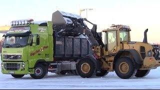Volvo L70G loading snow on FH16 750hp and FH 480hp