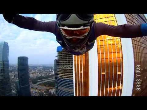 Башня Меркурий.  Прыжок парашютиста