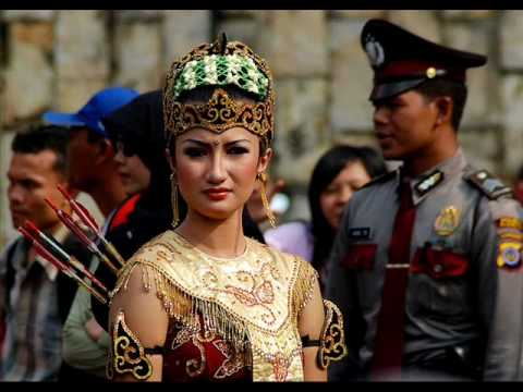 Tribal girls of Indonesia