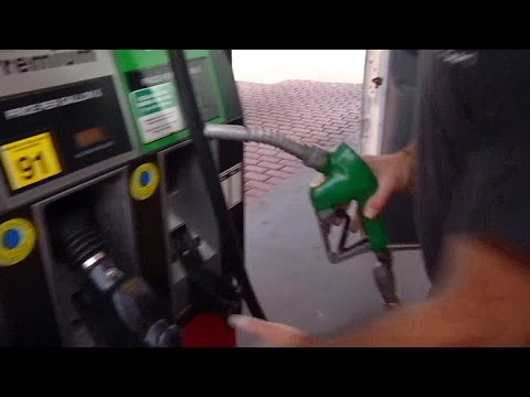 MoneyWatch: Gas prices down for holiday travel; Budweiser reportedly replaces Clydesdales with hi…