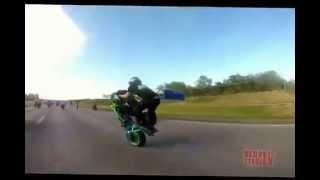 Street bike crash Highway Wheelie CRASH At MOM Ride 2015 Motorcycle Stunts Wheelies FAIL Video