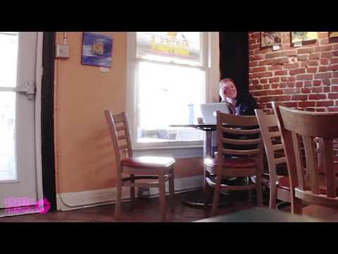 Cafede yüksek sesli porno izlersen