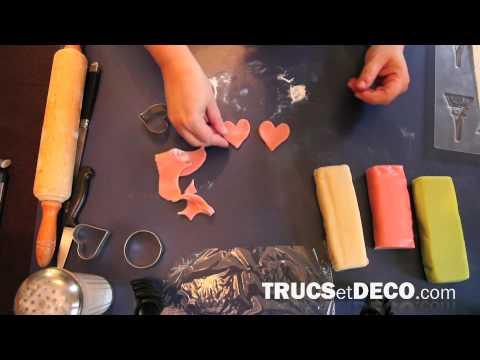 Comment faire un winnie l ourson en pate a sucre videolike - Comment decorer un gateau avec pate a sucre ...