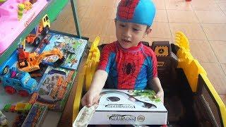 Đồ Chơi Trẻ Em ♥ Bé Đức đến cửa hàng mua rắn đồ chơi điều khiển từ xa
