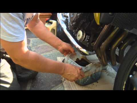 Oil & Filter Change Honda CB1000R.wmv