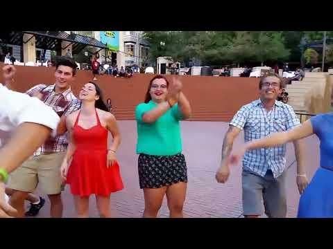 Shake It Off Surprise Flash Mob ( Taylor Swift )