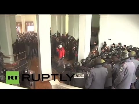 Ukraine: Chaos explodes in Vinnytsia as protesters storm government building
