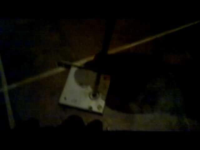 Посмотреть ролик - Cмотреть онлайн Взлом крестового замка отвёрткой.mp4 HD