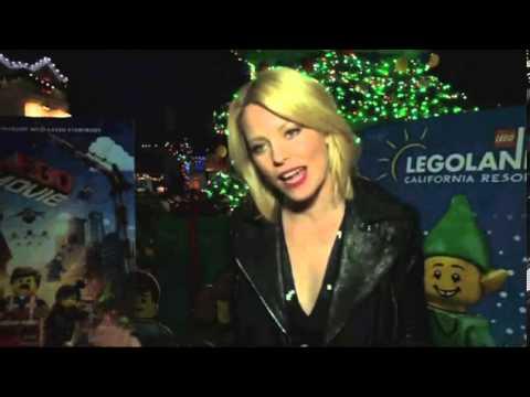 Elizabeth Banks lights world's largest LEGO Christmas tree