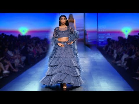 Swara Bhaskar Walks For Karishma Deepa Sondhi | Spring/Summer 2019 | India Fashion Week