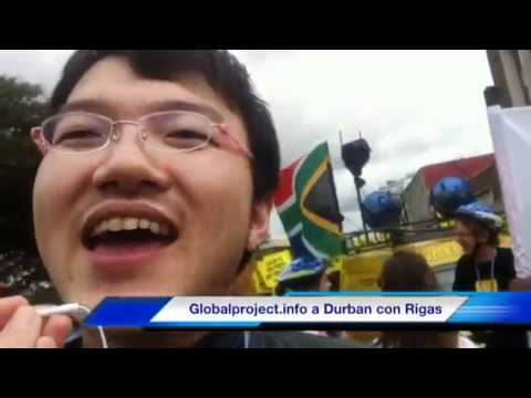 03.12.11 - Durban - In corteo attivista giapponese racconta il post-Fukushima