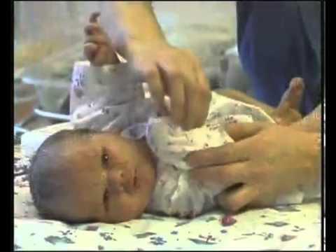 Видео как ухаживать за новорожденным