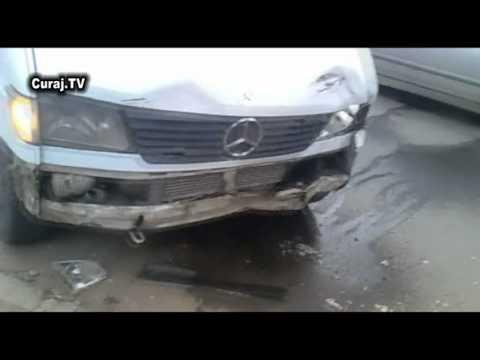 Accident în care a fost implicat un microbuz