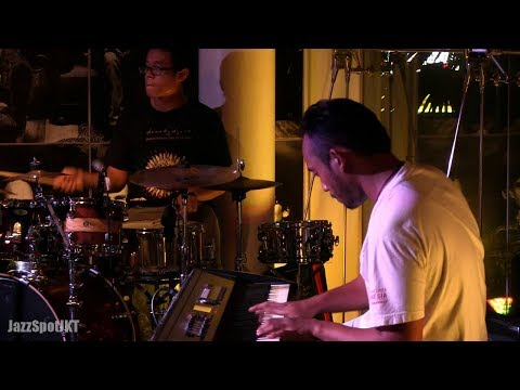 Dewa Budjana - Dalem Waturenggong  Jazz Spot 09 06 14 [hd] video