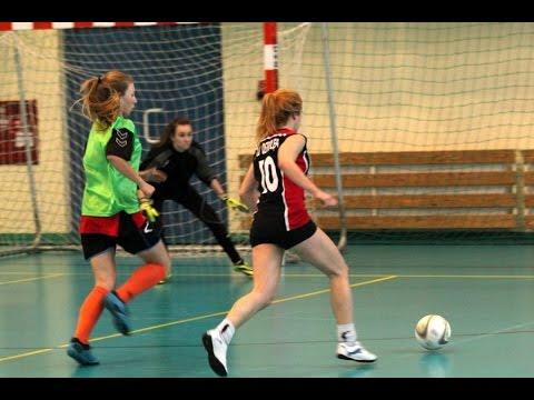 Piłka Nożna Kobiet: II LO Kontra III LO