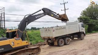 รถแม็คโครของจริงขุดดิน รถดั้ม รถบรรทุกดิน Excavator and dump truck