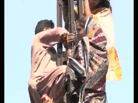 PML N Party Candidates Protest On Electricity Pole 2nd Day Model Town Pkg By Umer Aslam City42