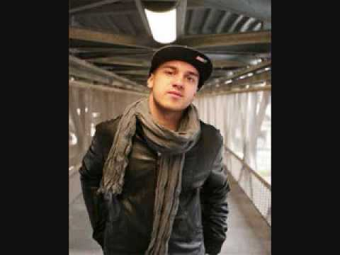 Emilio Rojas Ft Styles P & Asher Roth - Bold And Arrogant (Remix)