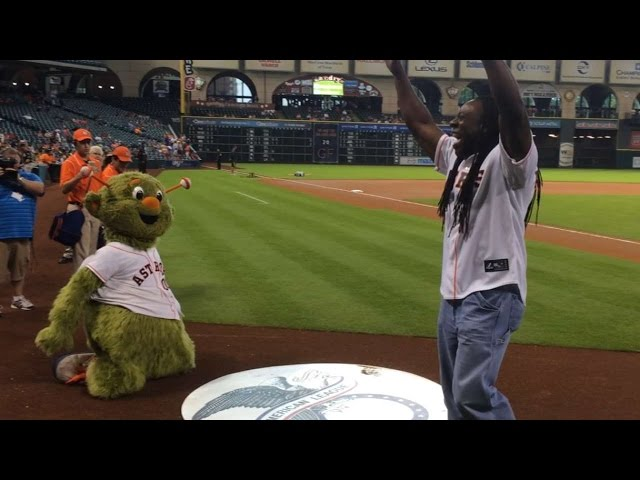 OAK@HOU: Booker T throws out first pitch in Houston