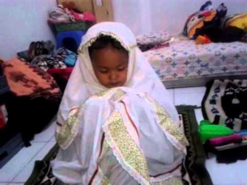 Anak Kecil Balita Berdoa Lucuuuu.... Sampe Nangis Ceritanya video