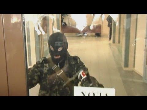 Ukraine Crisis: Armed pro-Russian militia storm Slaviansk