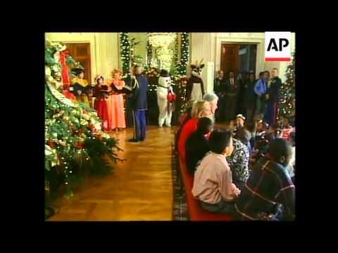 USA: PRESIDENT CLINTON SINGS CHRISTMAS CAROLS WITH CHILDREN