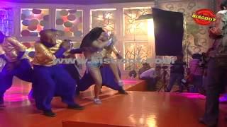 Dirty Picture: Silk Sakkath Maga - Veena Malik's Hot Scene I Dirty Picture    Making of Kannada Movie Silk Sakkath Maga - Hot Scene - 1