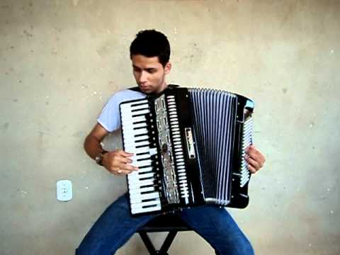 Thiago Oliveira do Acordeon Tocando As Inesqueçiveis Music Videos