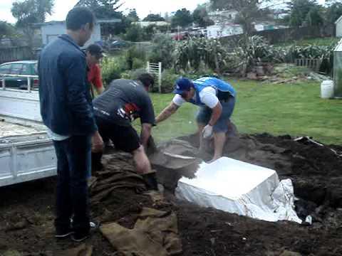 The New Zealand Experience. Hangi! (Maori Food)