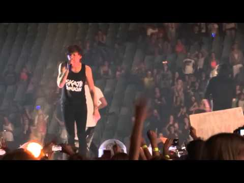 One Direction - Kiss You - Otra 7-2-15 Sydney Hd video