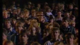 Watch Finn Kalvik En Tur Rundt I Byen video