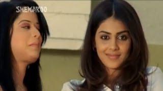 Genelia flirts with Rajpal Yadav - Mere Baap Phele Aap