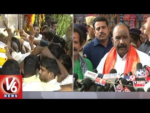 Nayini Narasimha Reddy Offer Prayers At Ujjaini Mahankali Temple | Lashkar Bonalu 2018 | V6 News