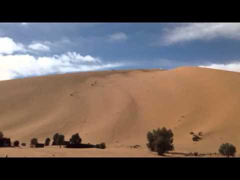 Kuba Przygoński podjazd pod wydme na treningu w Maroko 11.2013