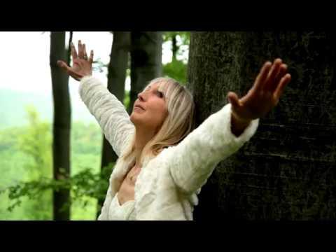 Géczi Erika - Angyalszárnyakon (Official video)