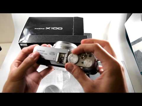 Fujifilm FinePix X100 unboxing by CNET Asia