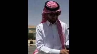 بالفيديو..-طبيب-سعودي-يحرق-شهادته-الجامعية-لعدم-حصوله-على-وظيفة