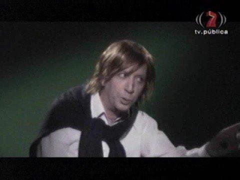 Download Lagu Peter Capusotto - El que canta a la chica mientras baila (3) MP3 Free