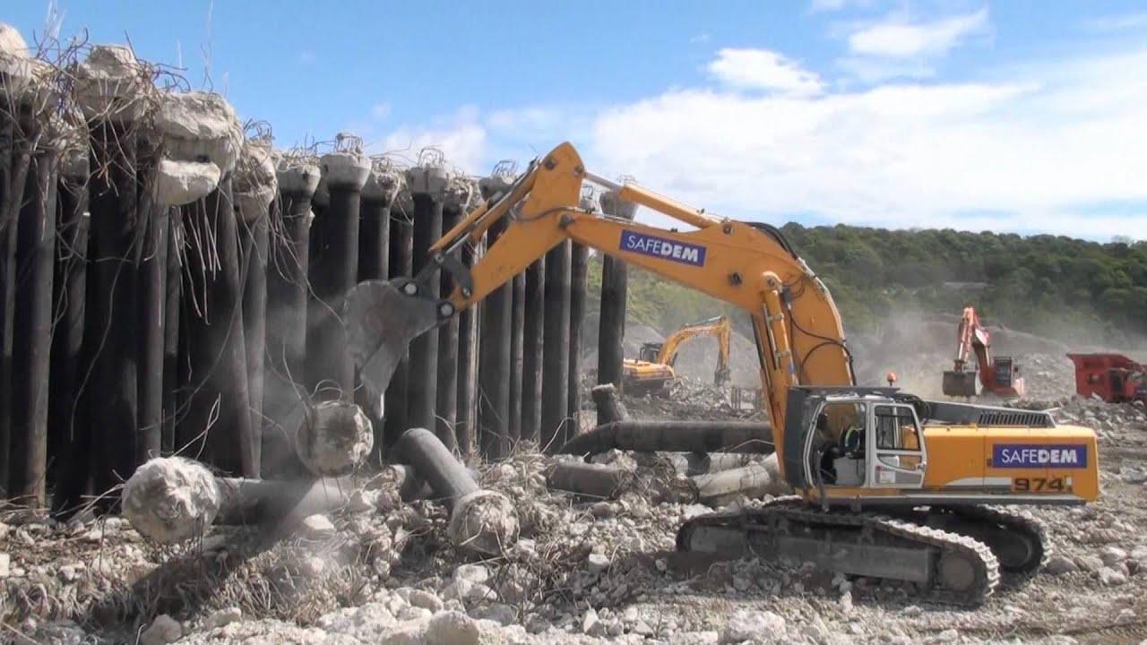 Liebherr R974c Excavator On Demolition Work Youtube