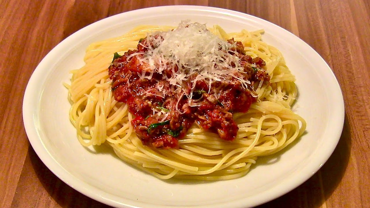 spaghetti bolognese rezept pastasauce bolognese sauce. Black Bedroom Furniture Sets. Home Design Ideas