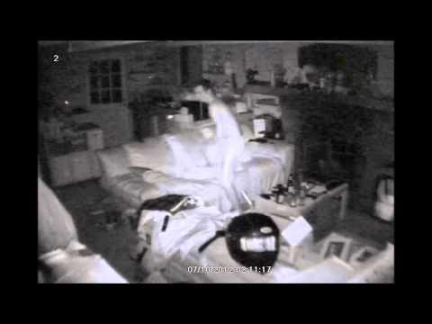 ソファで寝ていると玄関か...