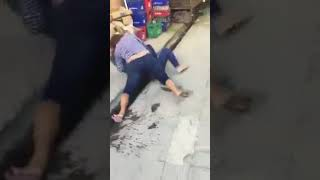 Girl fight on road | video girl fighting |  fight between girl video |  two girl fight on road