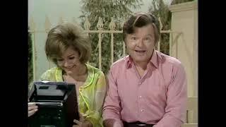 hài nước ngoài dặc sắc Benny Hill   Portable TV Set 1972