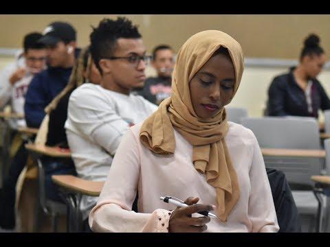 Somali woman starts interpretation service to help other new refugees thumbnail