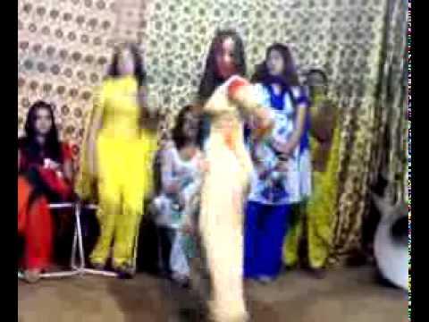 Lahori Girls Mujra - Muni Badnam Hui video