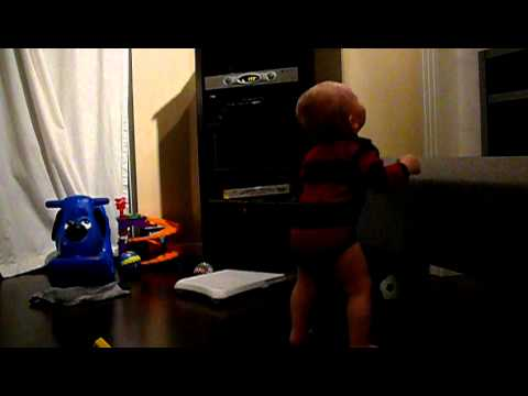14 month old dancing to Feist 1,2,3,4 Sesame Street